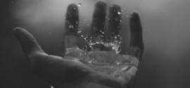 Le gocce  di memoria che bagnano le mani del mio ministero
